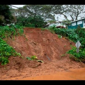 HAWAII IN STATE OF EMERGENCY; OFFICIALS ORDER EVACUATIONS DUE UNPRECEDENTED FLOODING